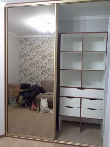 Шкаф-купе 003 цена: 30000 руб.