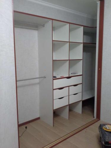 Шкаф-купе 004 цена: 30000 руб.